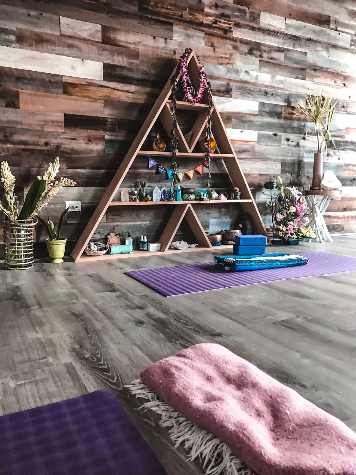 Yogaloha studio in Waikiki Hawaii
