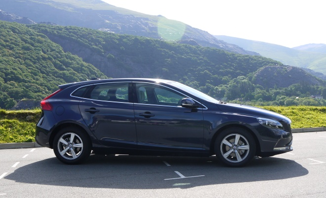 Volvo V40 side view profile
