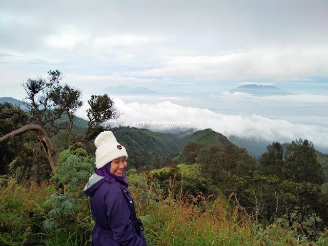 Bukit kingkong merupakan salah satu tempat tertinggi untuk menikmati keindahan gunung bromo
