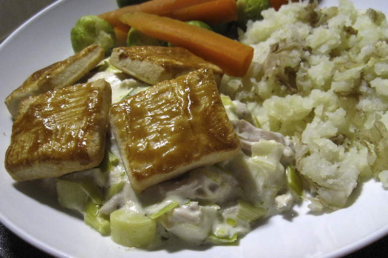 Creamy chicken and leeks with pastry top