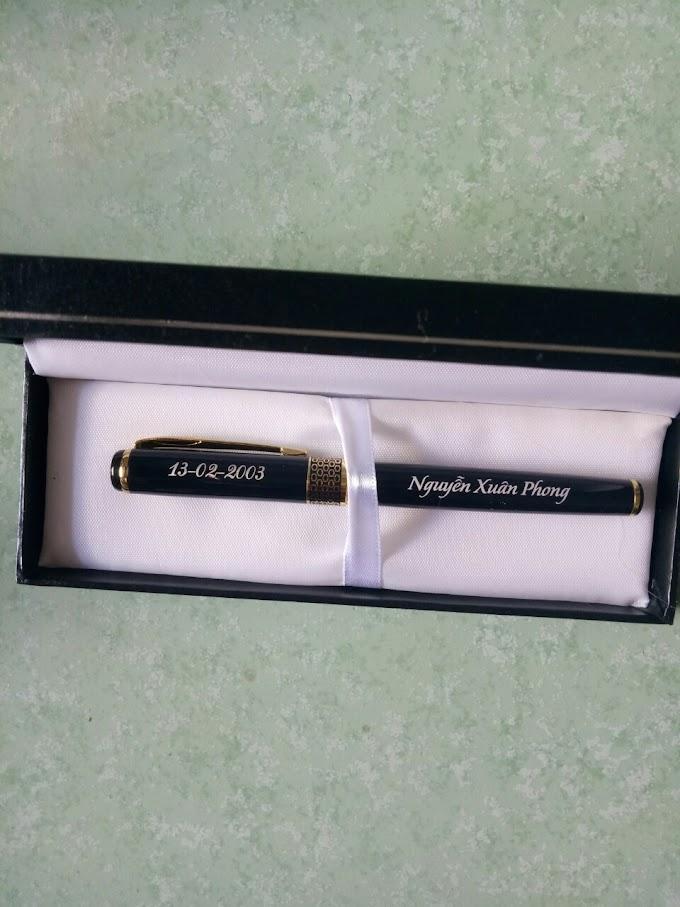 Bút kim loại khắc tên