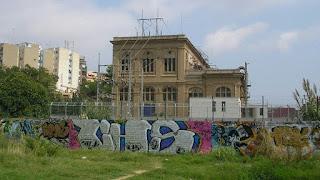 Un edificio afeado por todos los añadidos