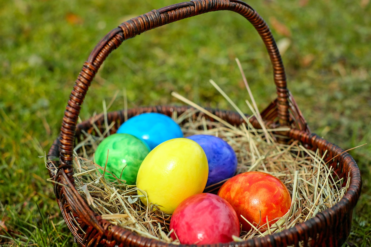 Sweet romance reads 7 fun and easy easter egg hunt ideas by josie 7 fun and easy easter egg hunt ideas by josie riviera negle Choice Image