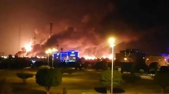 Major fire at world's largest oil refinery