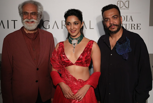 Gorgeous Kiara Advani  with Designer Amit Aggarwal: FDCI India Couture Week 2019