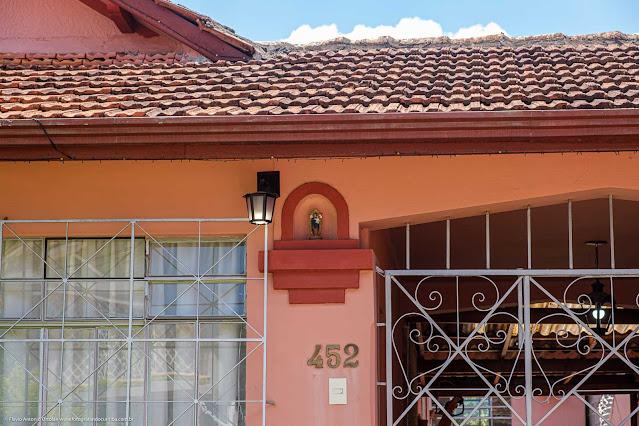 Casa na Rua David Carneiro - detalhe capelinha