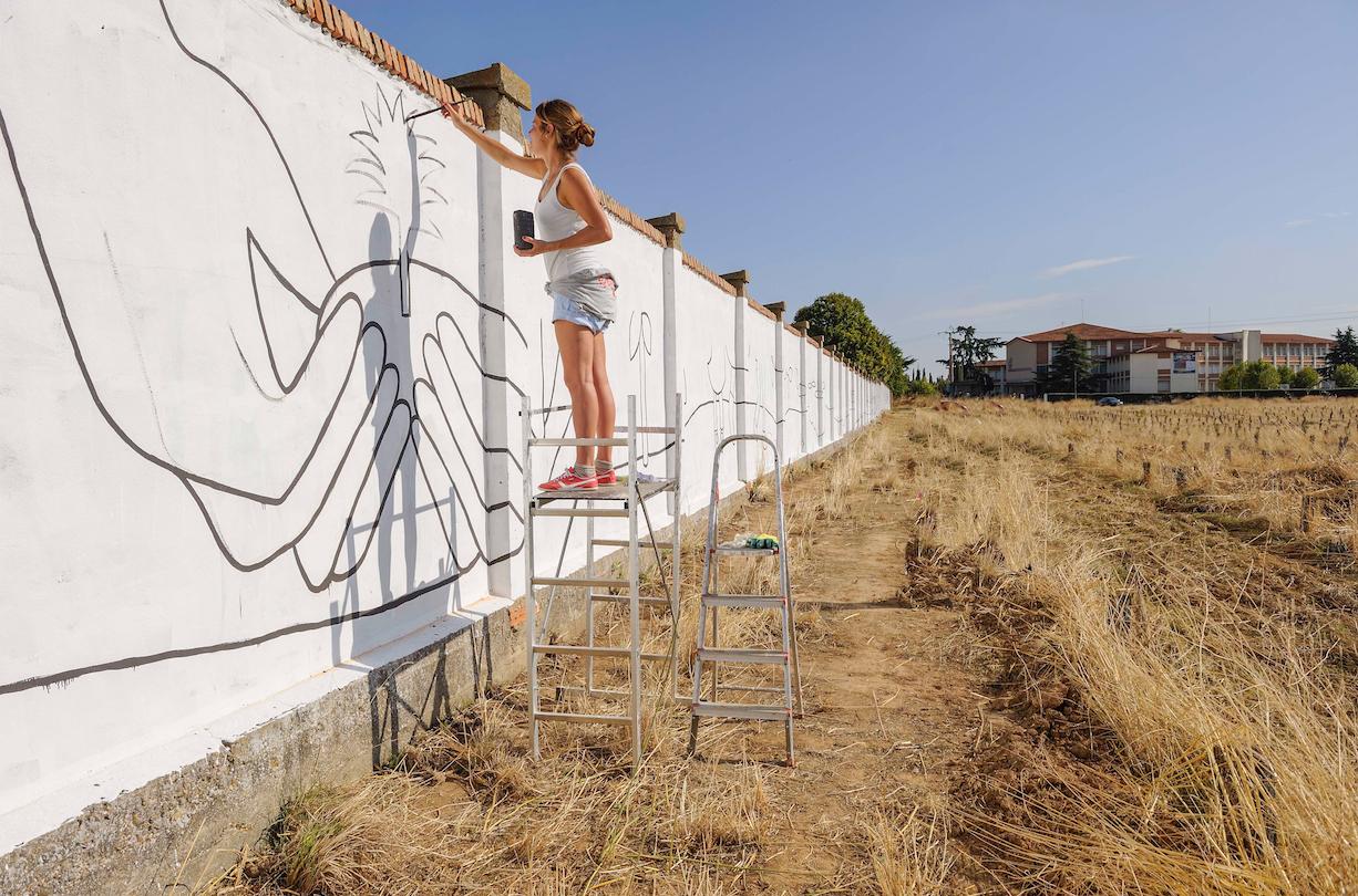 I proprietari di un ex club di barcellona che ospita un murales di keith. Cuanto Cuesta Un Mural