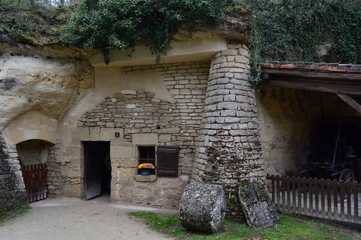 Rochemenier village