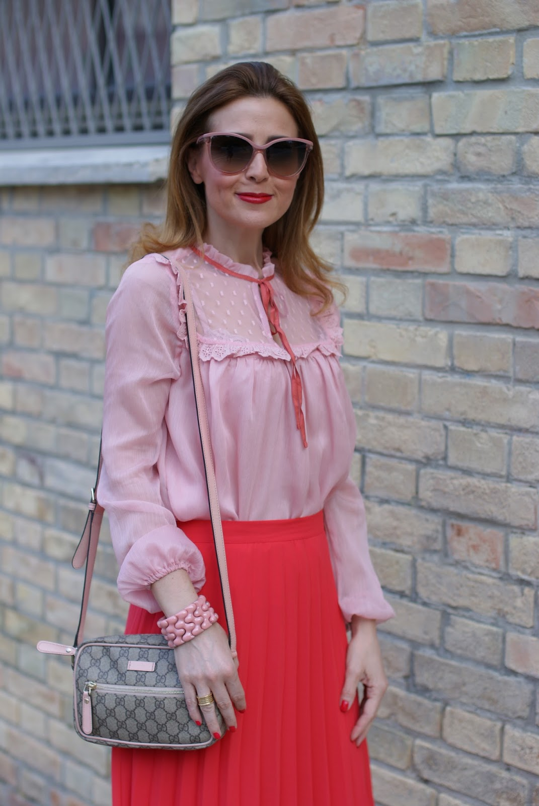 Gucci inspired look with low cost clothes, red pleated midi skirt and chiffon and lace pink shirt on Fashion and Cookies fashion blog, fashion blogger style