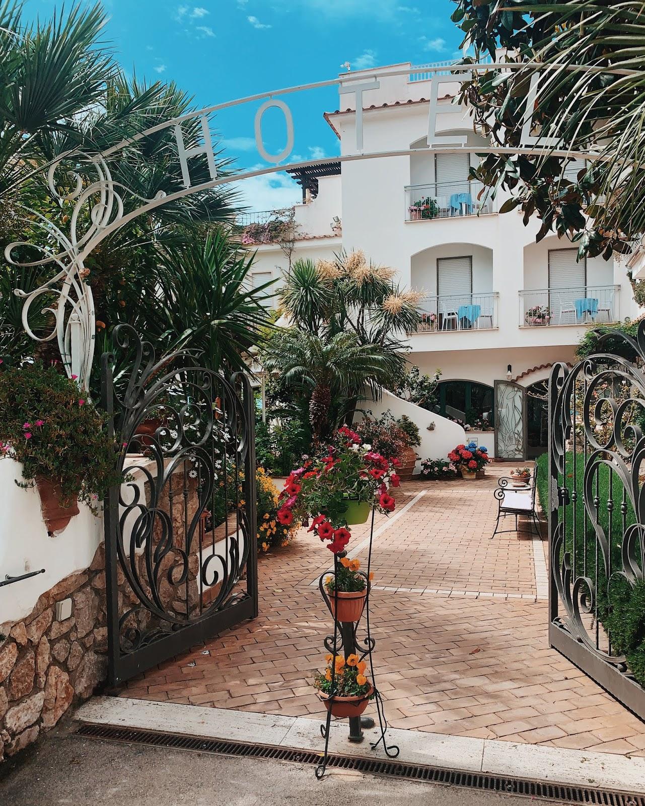 hotel aurora suites sul mare sperlonga lazio italy review