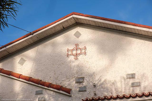 Casa na Rua Madre Leonie - detalhe de ornamento de ferro