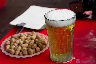ビールとゆでた落花生
