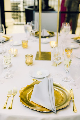 gold scalloped chargers and gold flatware
