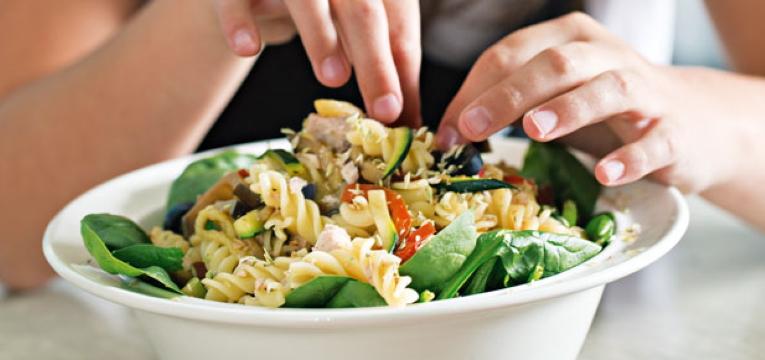 Salada de Atum com Massa Fusilli