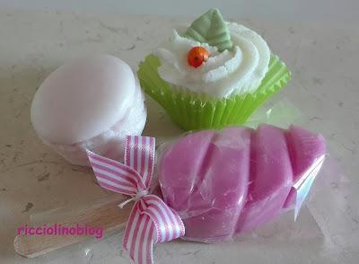 macaron, mini cupcakes, fondants