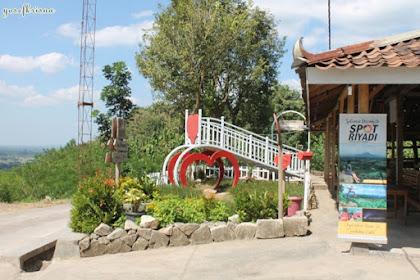 cerita pagi di spot riyadi prambanan Yogyakarta