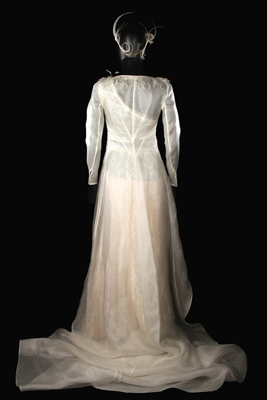Keira Knightley Love Actually wedding dress back