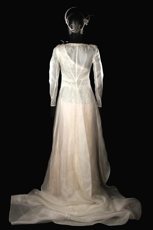 Keira Knightley Love Actually wedding dress back