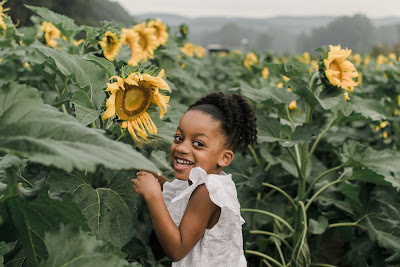 photography pics pictures nikon cannon atlanta georgia fausett farms sunflowers sunflower mother daughter top black mom mommy blogger amazon affiliate pink white dress
