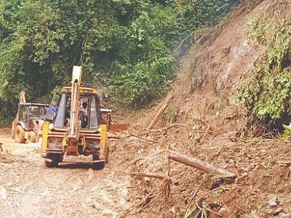 Landslide blocks Darjeeling Toy Train tracks, Railway service suspended