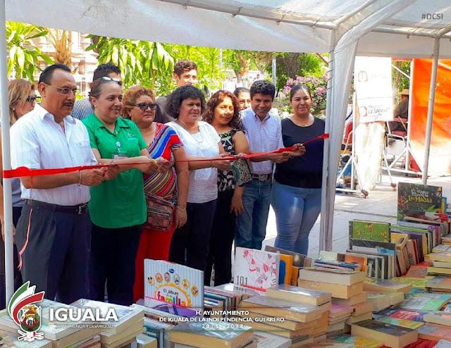 Inauguran Expo-venta por Día Internacional del Libro