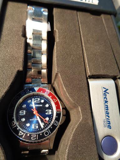 Set reloj de la marca náutica Neckmarine, acero inox.