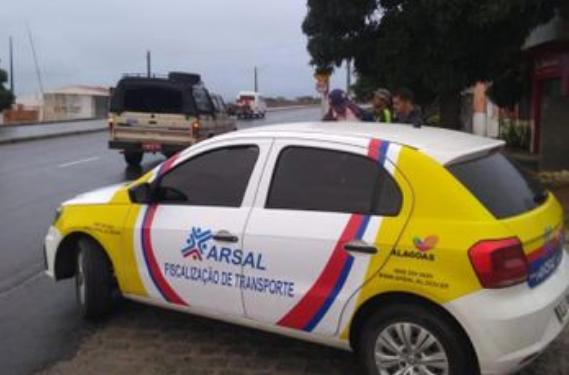 Em Delmiro Gouveia, Arsal combate transporte clandestino