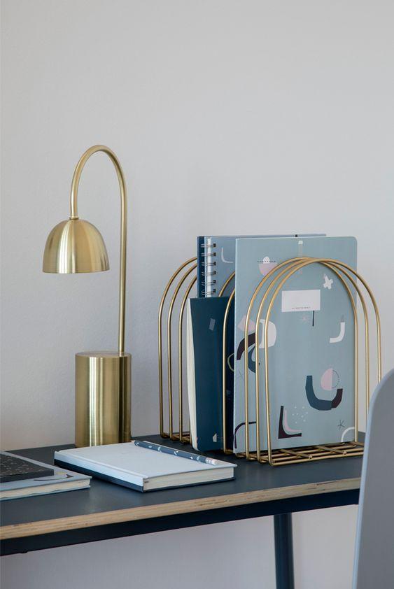 Złote elementy biurowe