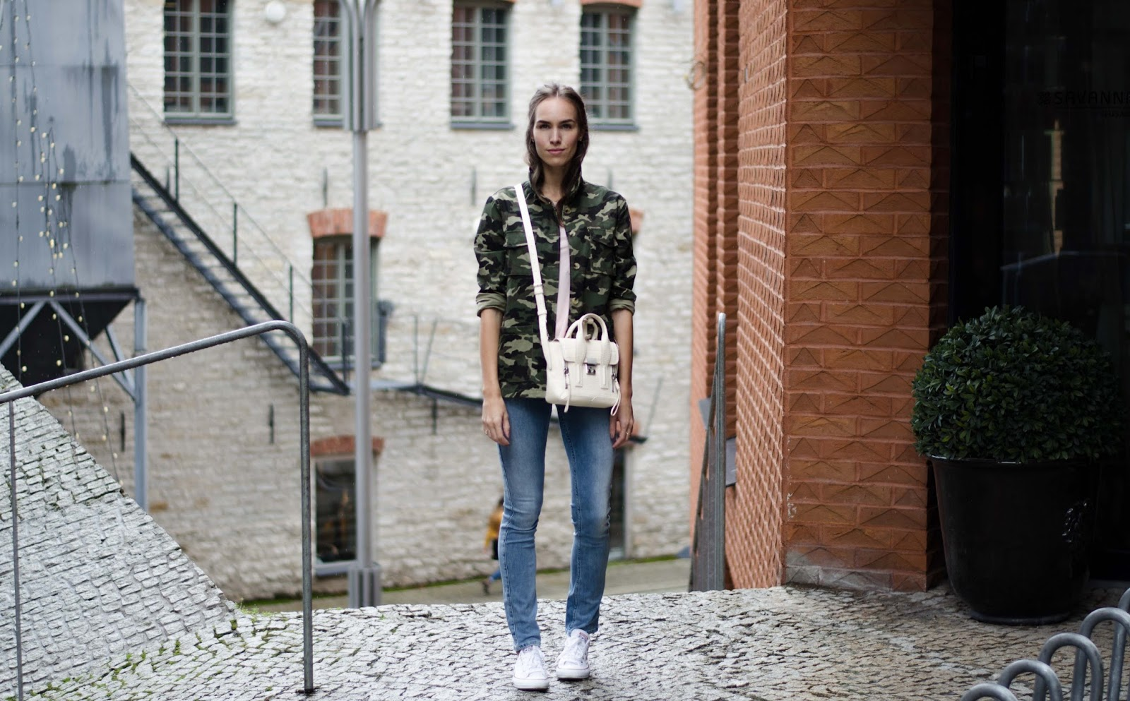 camo jacket casual minimal outfit