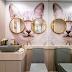 Banheiro lúdico e sofisticado com adesivo de gato e espelho com formato de óculos!