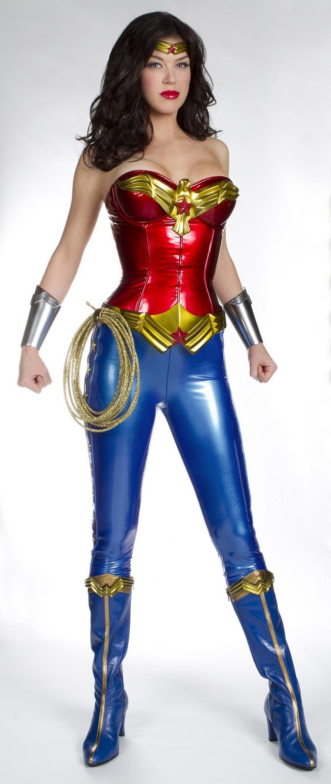 http://1.bp.blogspot.com/-4FNZdlRNYMU/ToO8XGl1_oI/AAAAAAAABmk/oInKNDEg6LA/s1600/adrianne-palicki-wonder-woman-costume-image-01.jpg