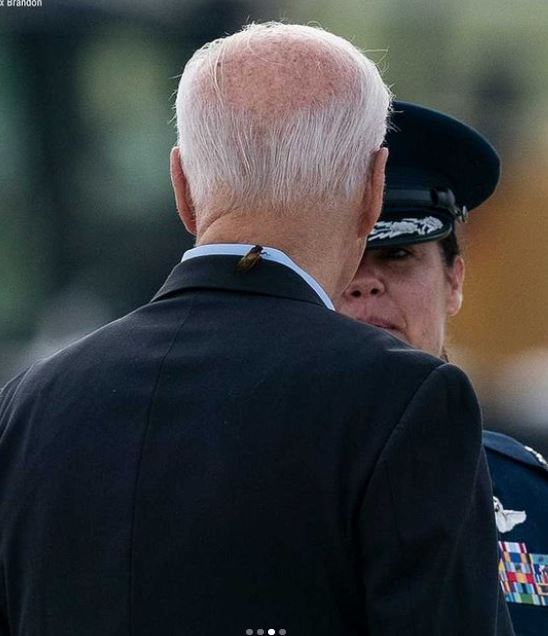 Watch the cicadas attack Biden during his first trip outside America US President Joe Biden had a funny situation when he was attacked by giant cicadas while he was at the airport before his first trip outside the United States of America to Europe, to attend the G7 summit.
