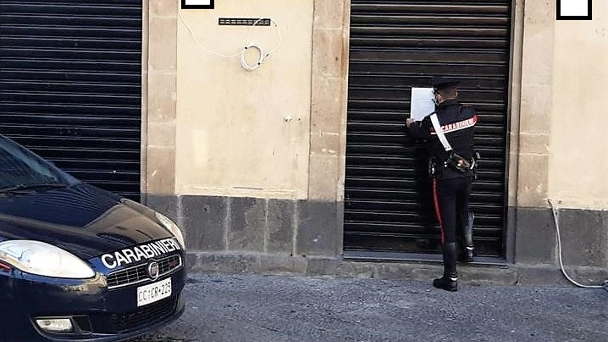 bar chiuso dai carabinieri