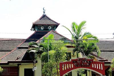 Keren dan Mewah! Inilah 6 Mesjid yang Terdapat di Kota Bandung dan ……