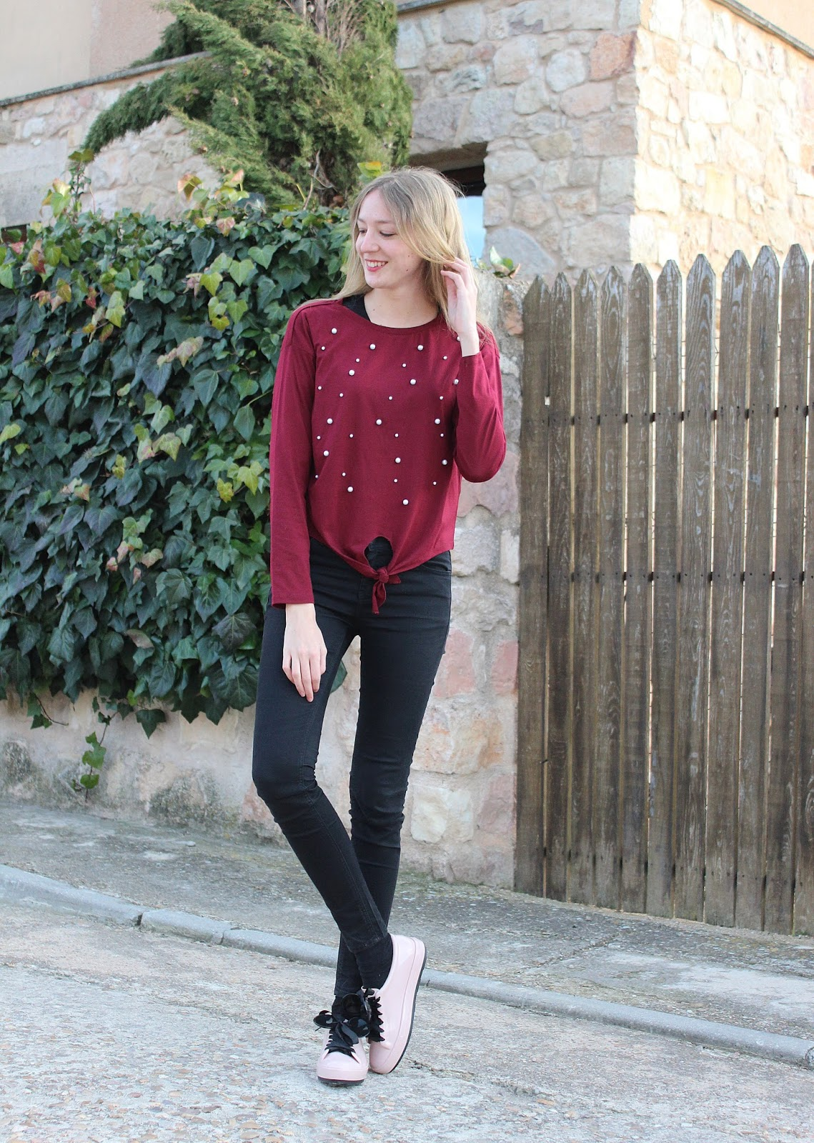 burgundy-pearls-top-shein-minnie-mouse-sneakers-melissa-shoes