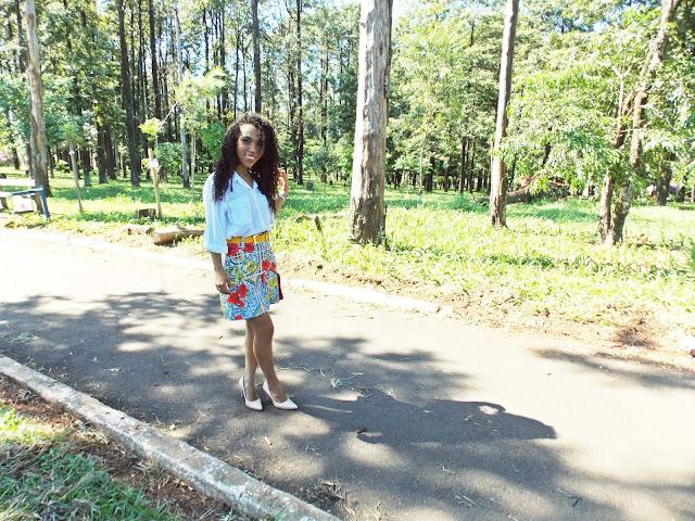 look 2017, look outono, estampa azulejo português, camisa branca, oversize, oversized, cinto amarelo, saia estampada, tendência, tendência 2017, look social, chic, gleikka, gleika