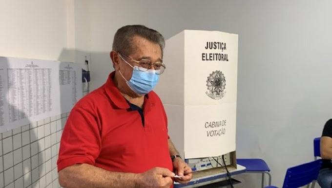 Com febre, Zé Maranhão dá entrada no Hospital da Unimed