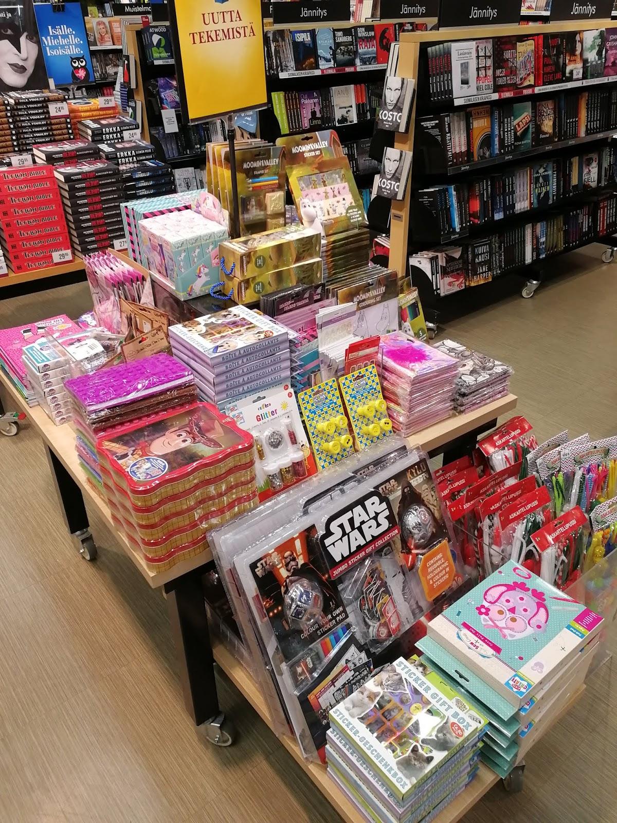 pöytäesillepano suomalainen kirjakauppa starwars muumit tarrat uutta tekemistä