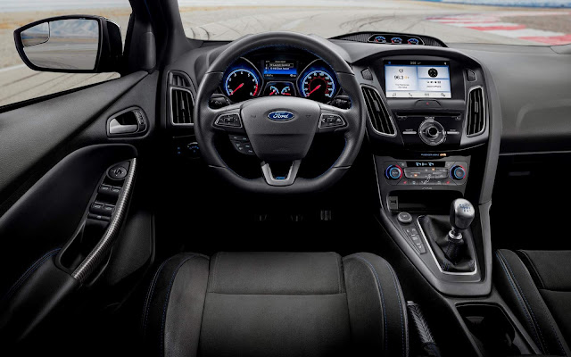Ford Focus RS  - interior