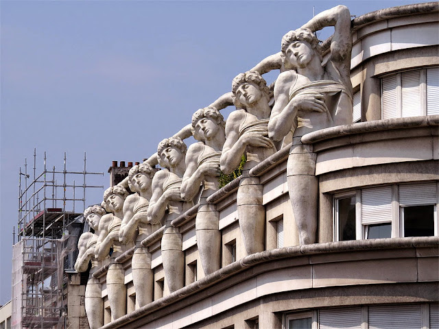 Detail of the facade, commissariat du 12ème arrondissement, rue de Rambouillet, avenue Daumesnil, Paris