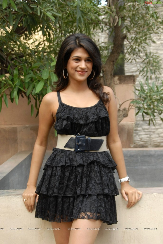 Shraddha Das looks cute in black dress
