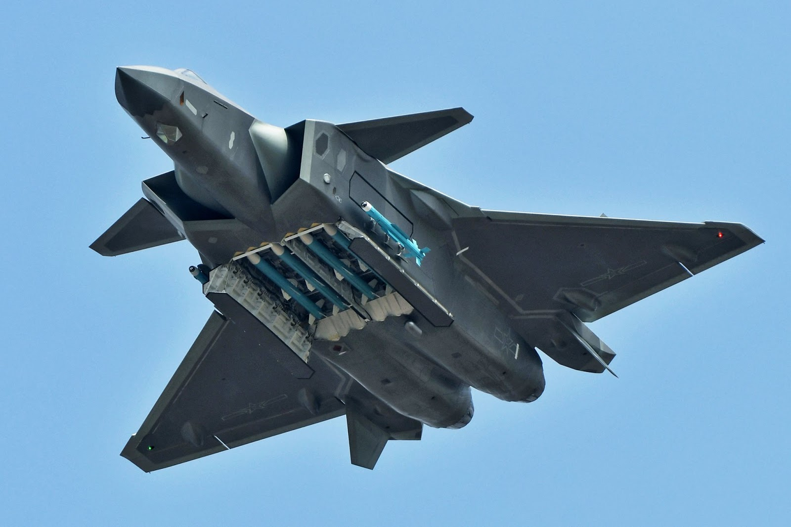 Chinese Chengdu J-20 stealth fighter - Page 7 46095551_901380123400022_5486678978129297408_o