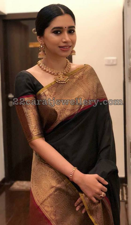 Aarthi Ravi Mango Necklace Jhumkas - Jewellery Designs