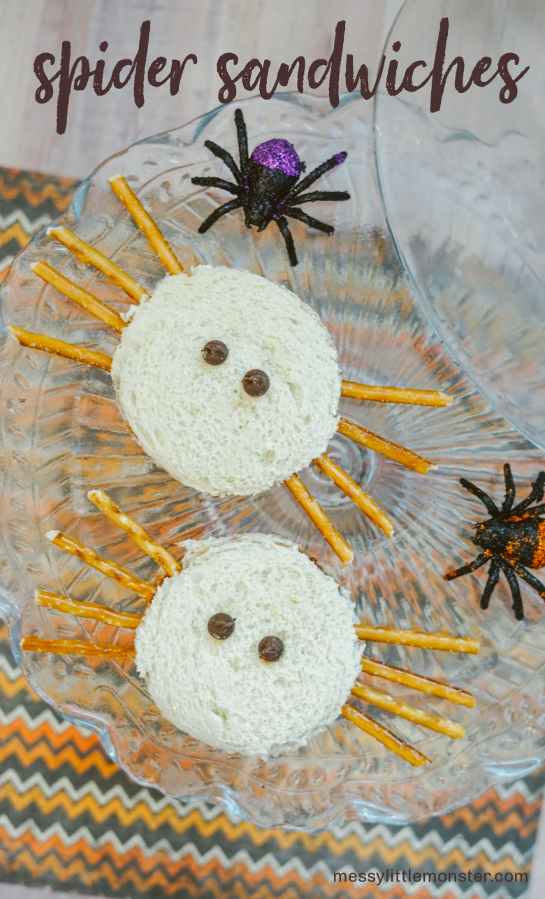 Spider sandwiches. Easy halloween snack idea for kids. Spider activity for preschoolers.