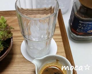 氷の入ったグラス