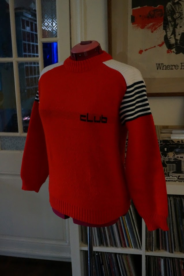 un pull de ski années 70  70s ski sweater 1970s red white blue