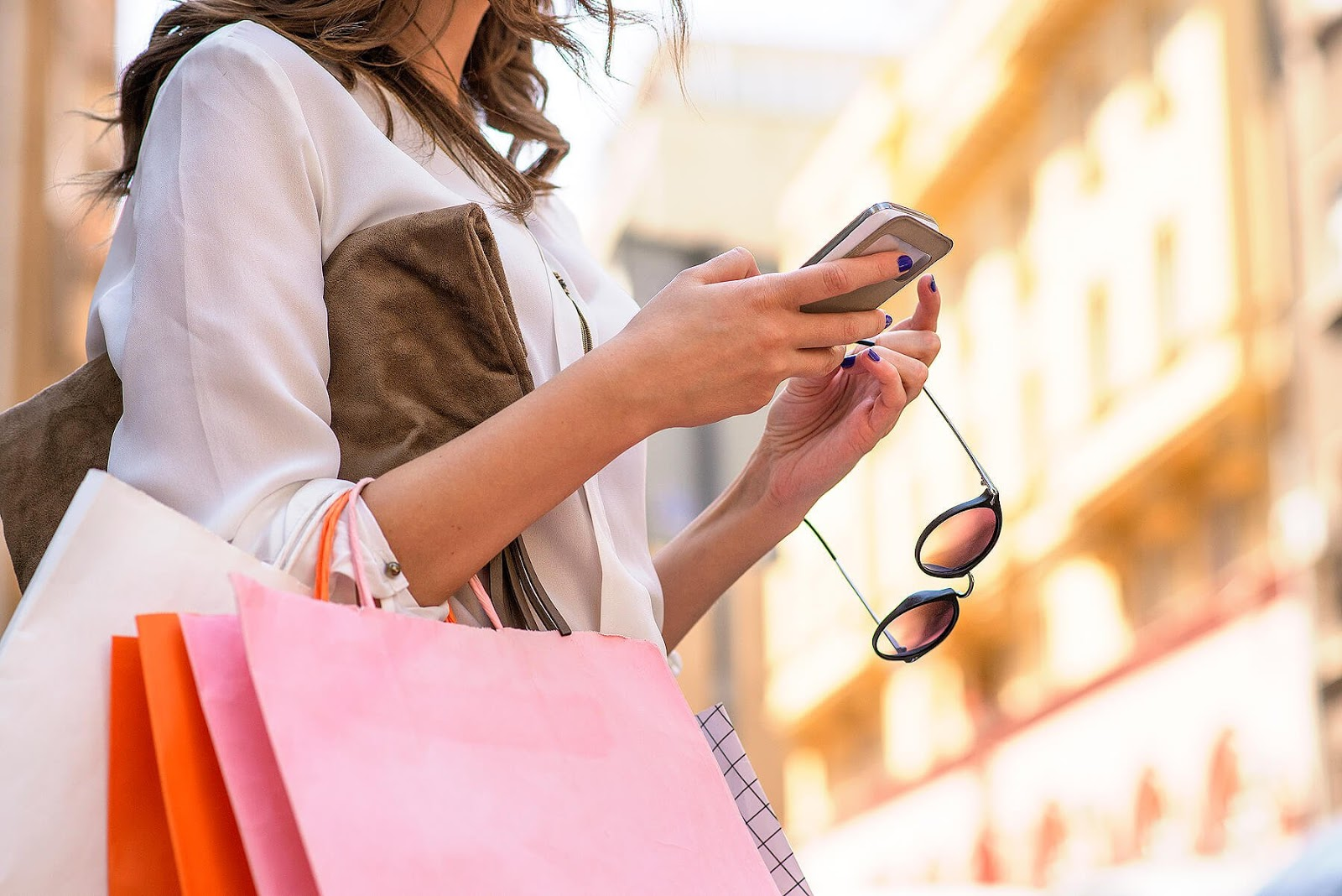 Online shopping: advantages and disadvantages. How to track the package?