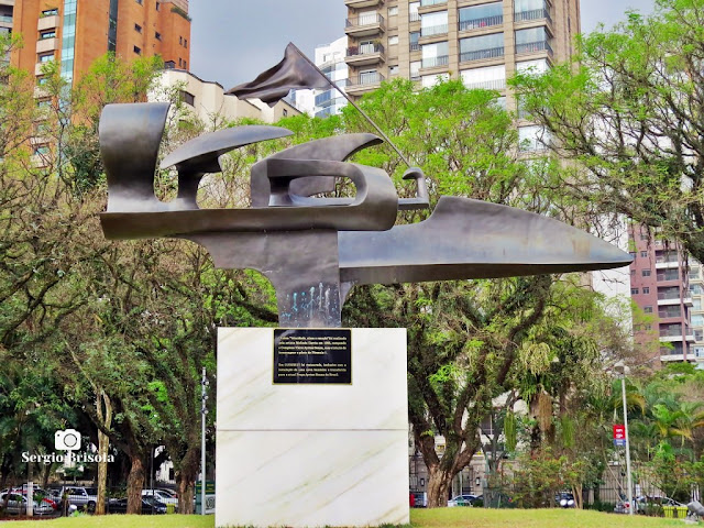 Close-up do Monumento Ayrton Senna - Praça Ayrton Senna - Paraíso - São Paulo