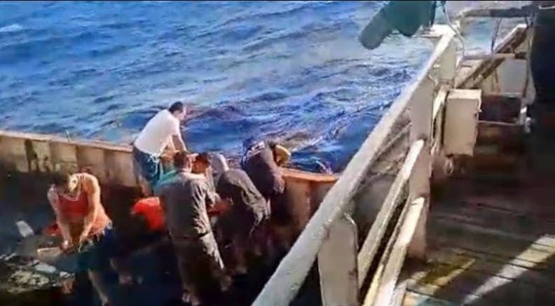 Perbudakan WNI di Kapal China: Kerja 30 Jam, Dikasih Minum Air Laut, Upah  Rp150 Ribu Sebulan
