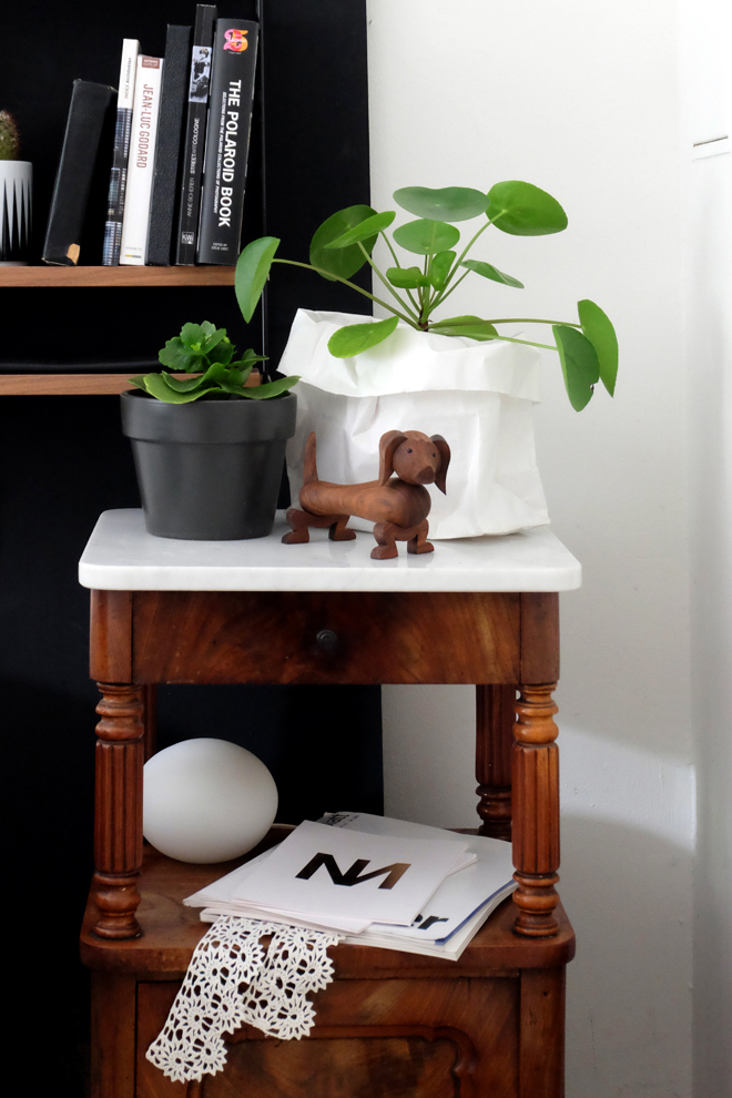 Minza will Sommer, Urban Jungle Bloggers, Plant Shelfie, String Furniture, Marimekko, Ferm Living, Pilea, Hund, Kay Bojesen, Spiegel, Spiegelwand, String Pocket, Schlafzimmer, Zimmerpflanzen, schwarze Wand